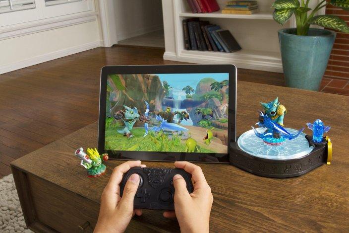 Skylanders-Trap-Team-console-iPad-06