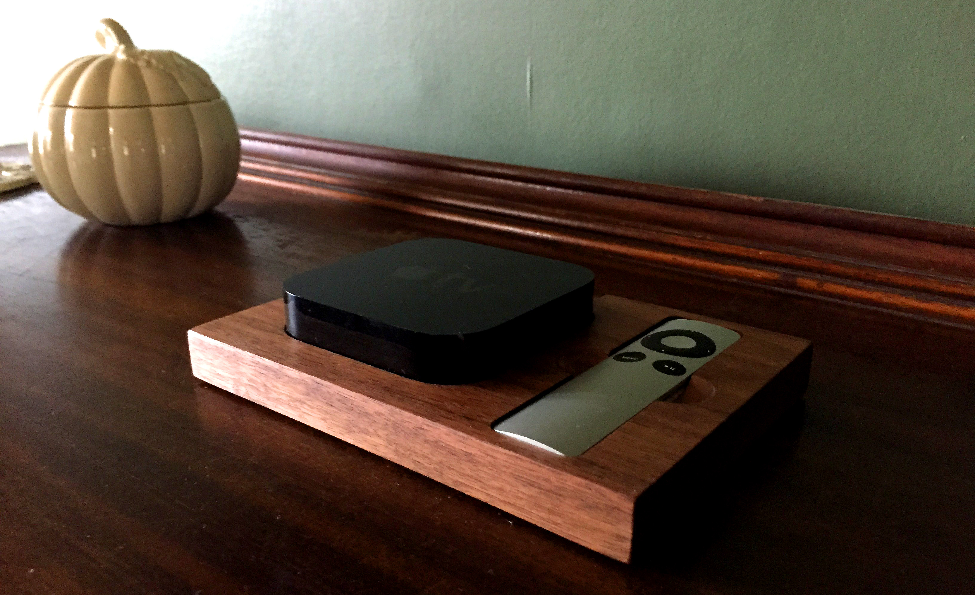 tinsel-and-timber-apple-tv-tray