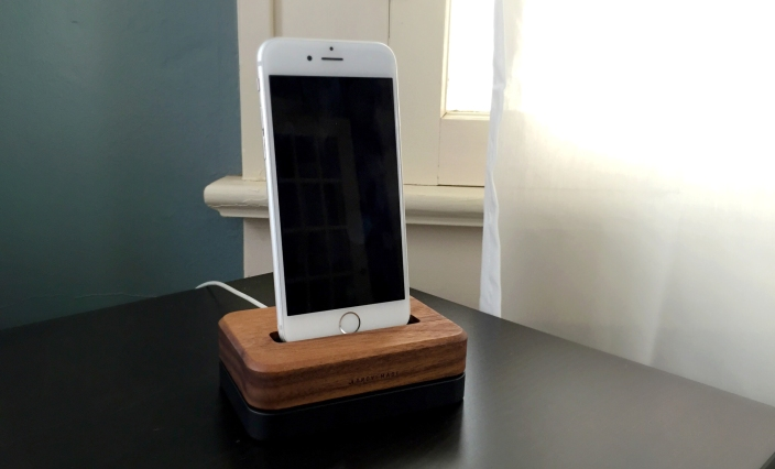 grovemade-iphone-6-dock-walnut