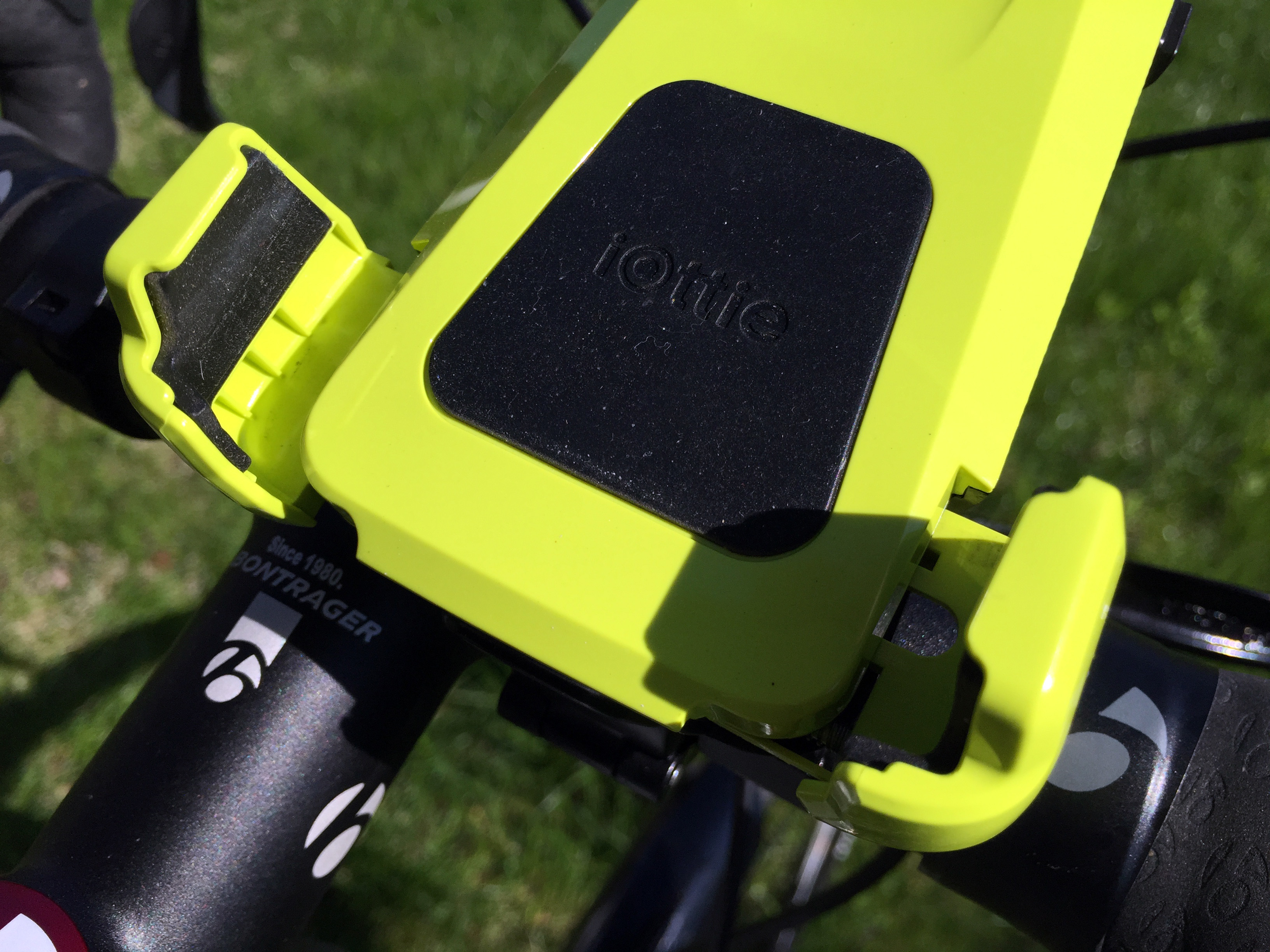 iottie-active-edge-bike-mount79