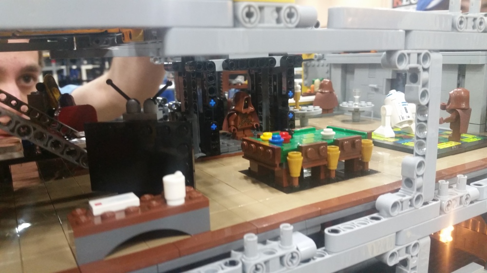sandcrawler-lego-starwars-inside