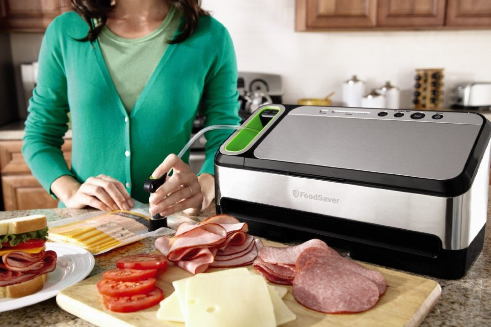 FoodSaver 2-in-1 Vacuum Sealing System w: Retractable Handheld Sealer, Starter Kit-sale-01