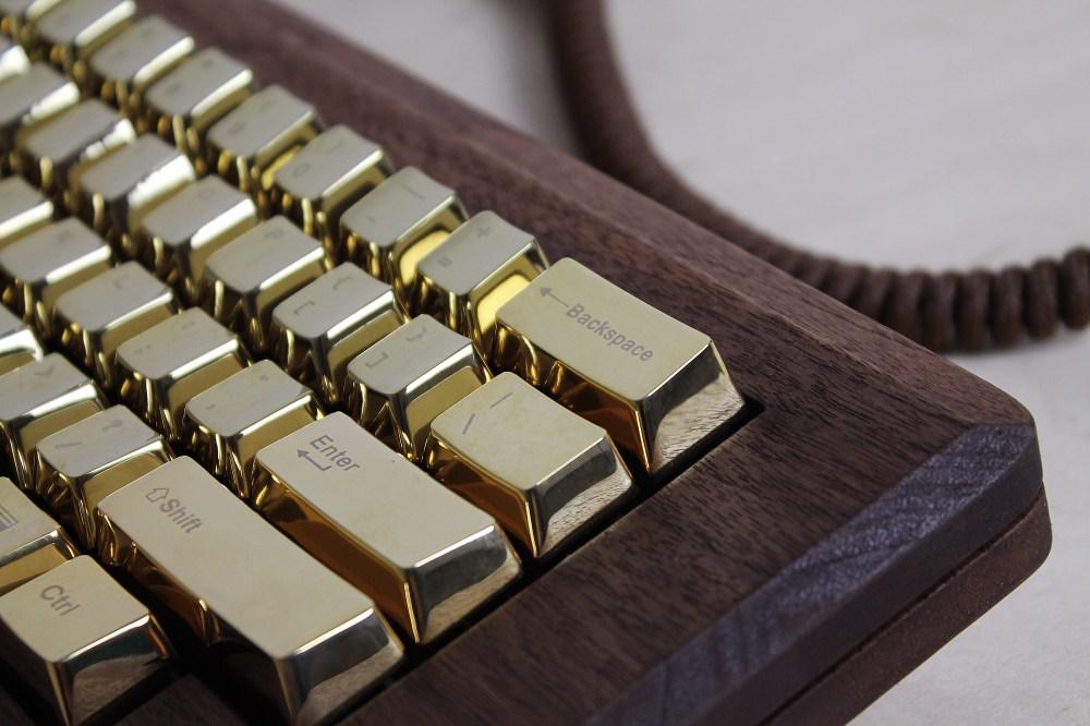golden-apple-keyboard