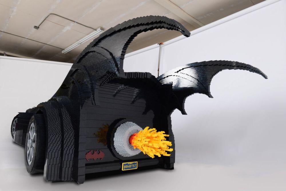 Lego-Batmobile-by-Nathan-Sawaya_3