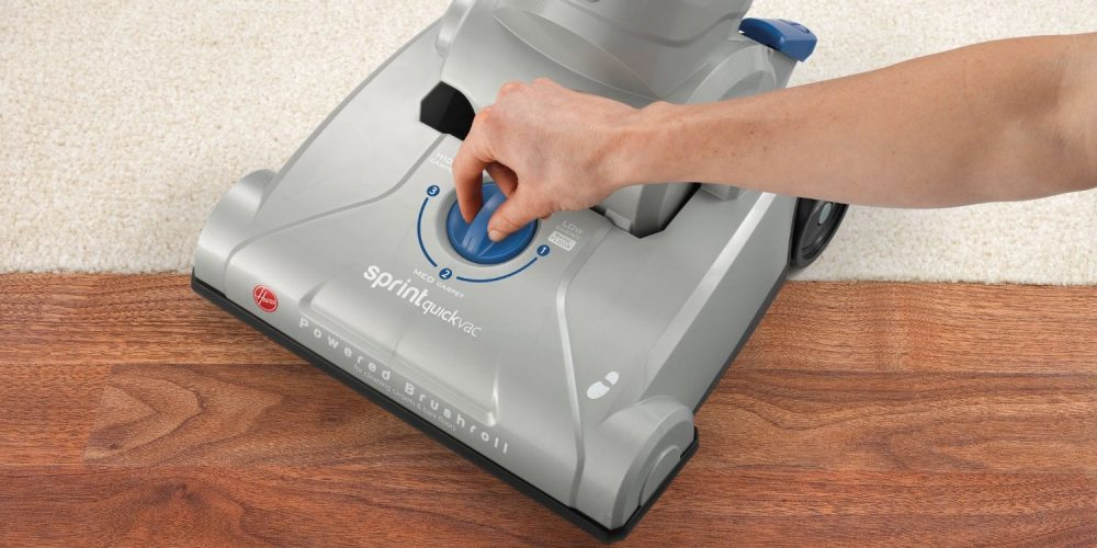 Hoover Sprint QuickVac Bagless Upright (UH20040)-1