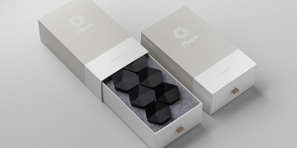 plume-six-onyx