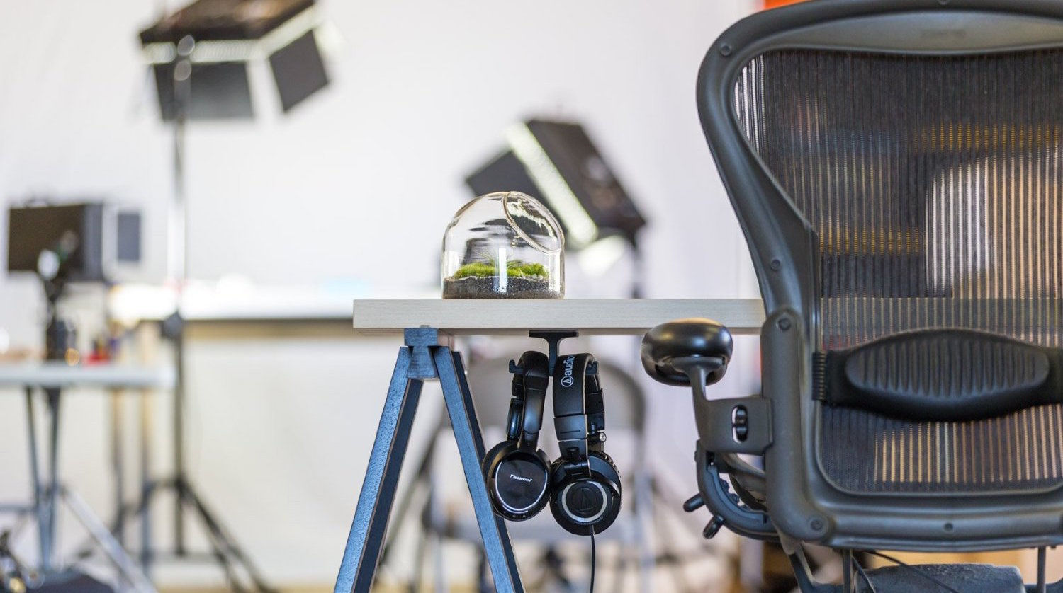 The Anchor Under-Desk Headphone Stand Mount-2