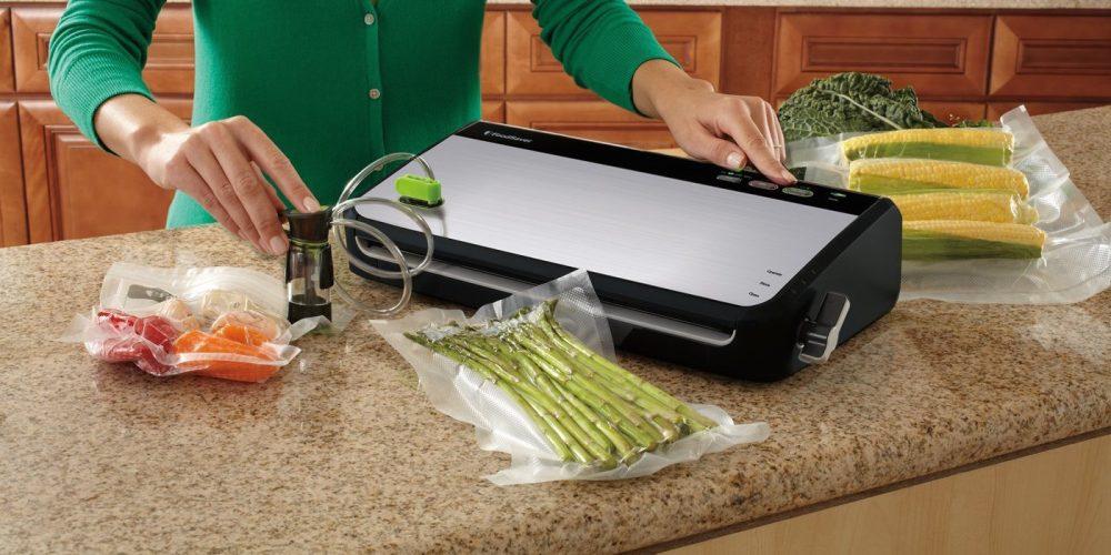 foodsaver-vacuum-sealing-system-with-bonus-handheld-sealer-and-starter-kit-fm2435-ecr