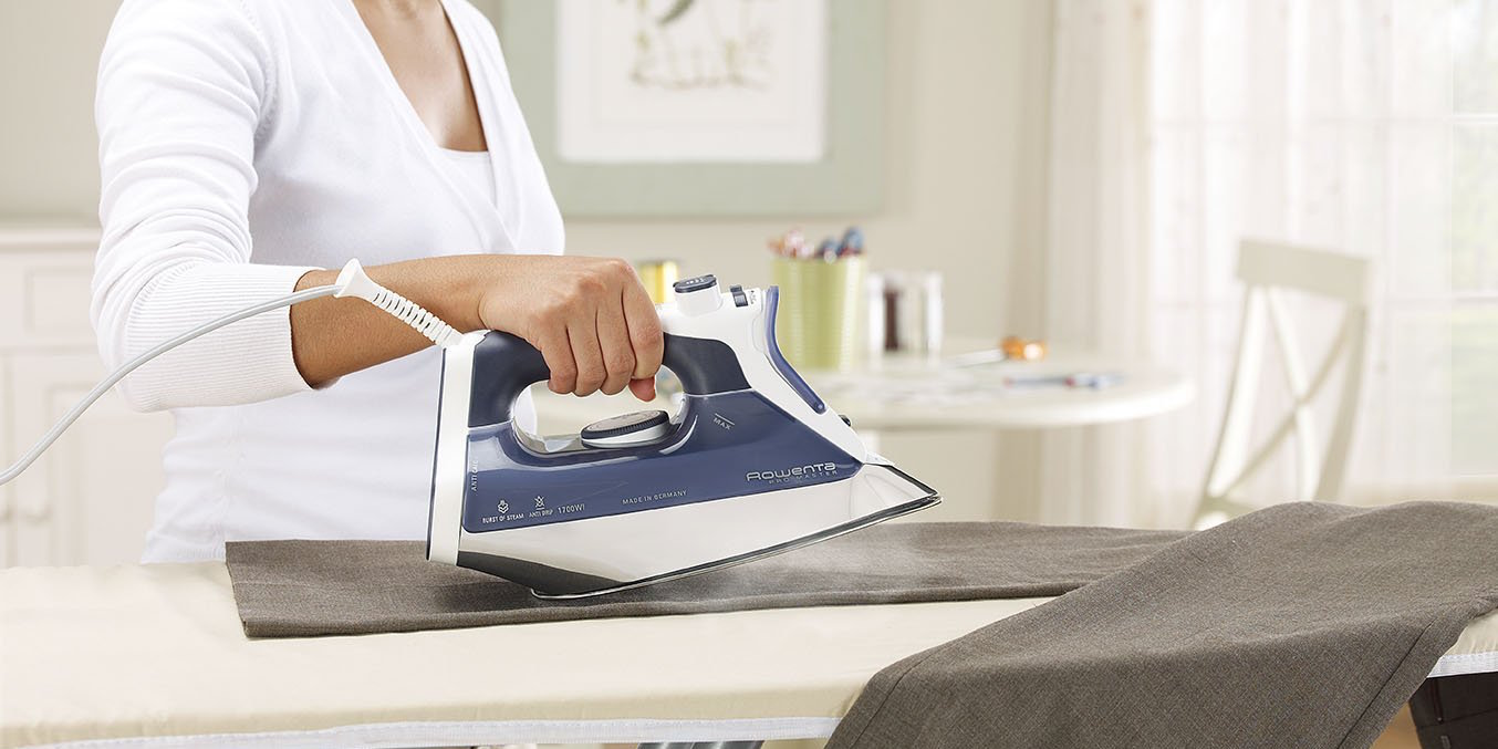 rowenta-pro-master-1700-watt-micro-steam-iron-stainless-steel-soleplate-with-auto-off-1