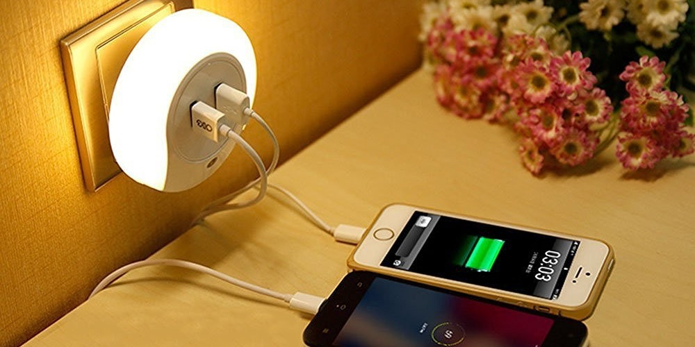 dusk-to-dawn-sensor-led-night-light-with-dual-usb-wall-plate-charger