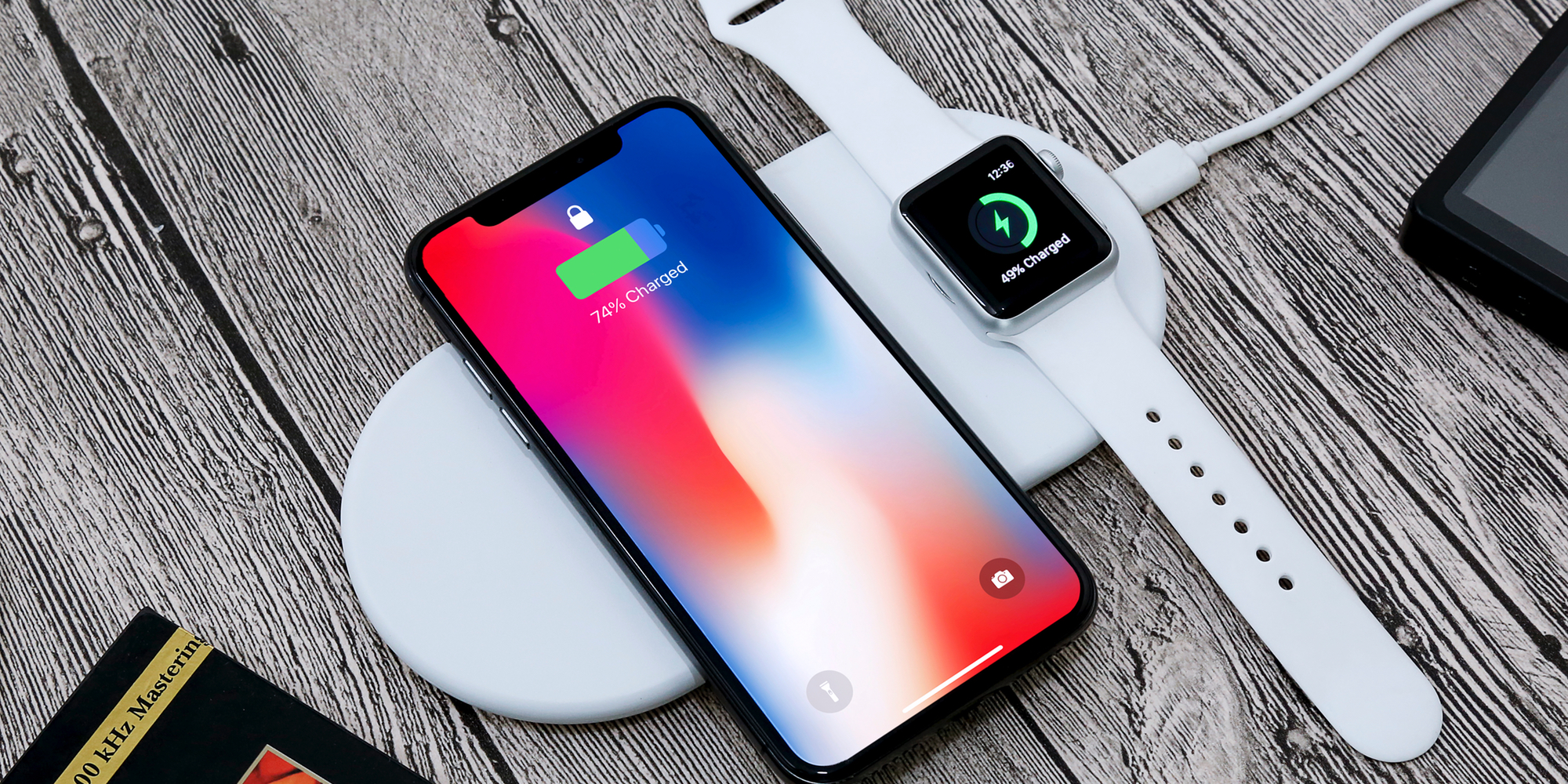 This Qi wireless charger beats Apple to the punch, powers iPhone & Watch simultaneously