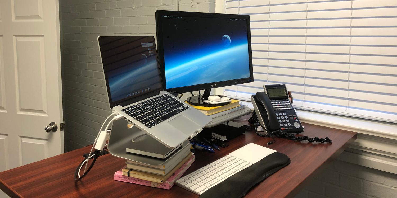 - Behind The Screens: Bradley Chambers' Ergonomic MacBook Pro Setup