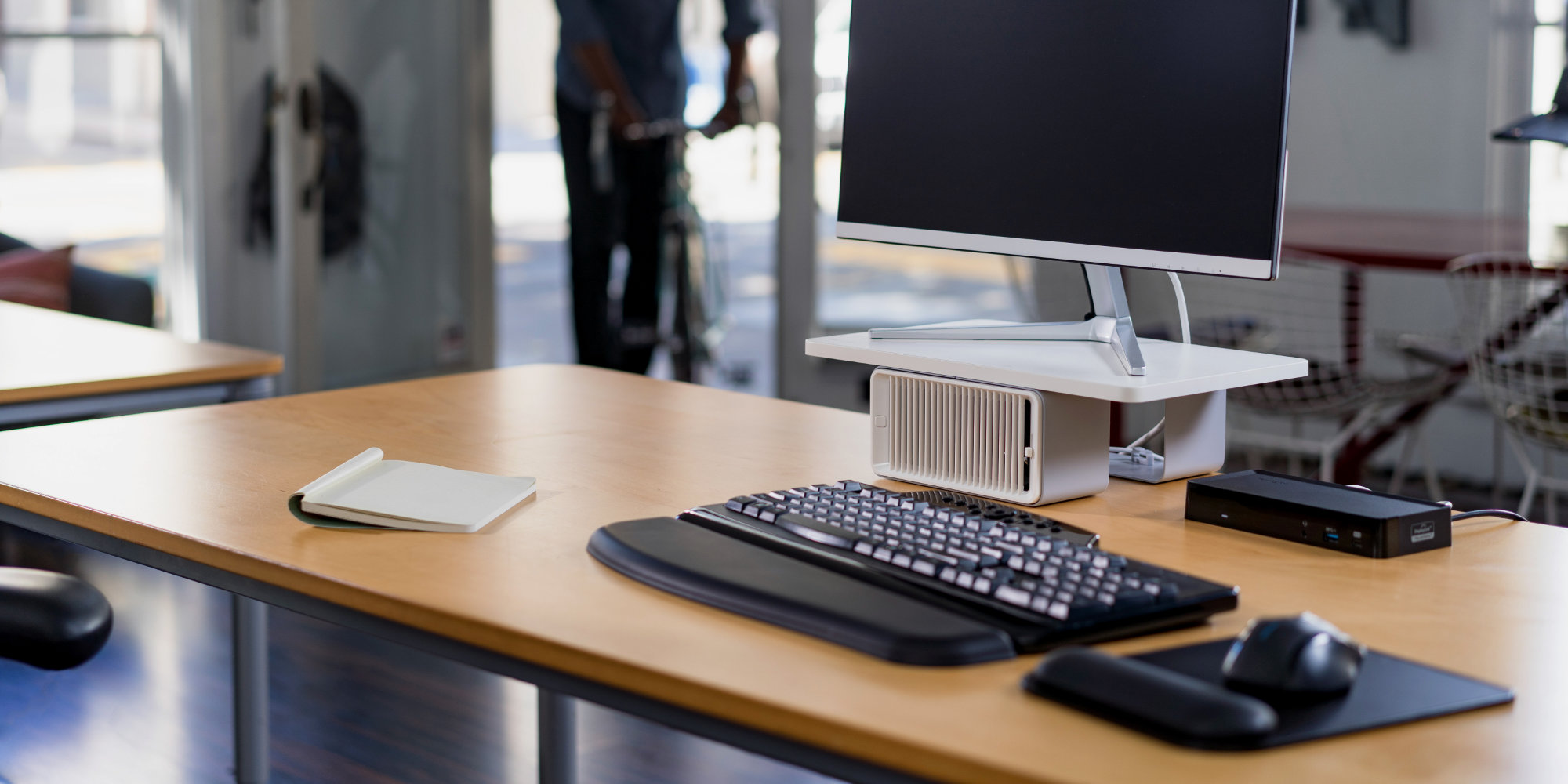Kensington Debuts New Modular Monitor Stand Packed With A