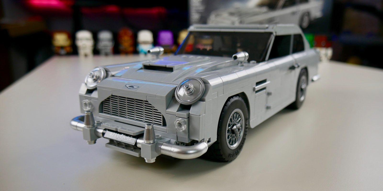 review lego 39 s 007 aston martin db5 packs striking design and impressive functionality 9to5toys. Black Bedroom Furniture Sets. Home Design Ideas
