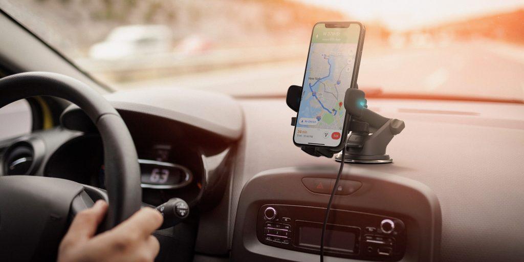 iPhone Alexa car mount