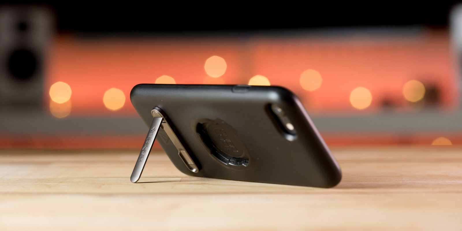 Spigen Universal Kickstand Review: Must-have $10 iPhone/Android accessory? [Video]