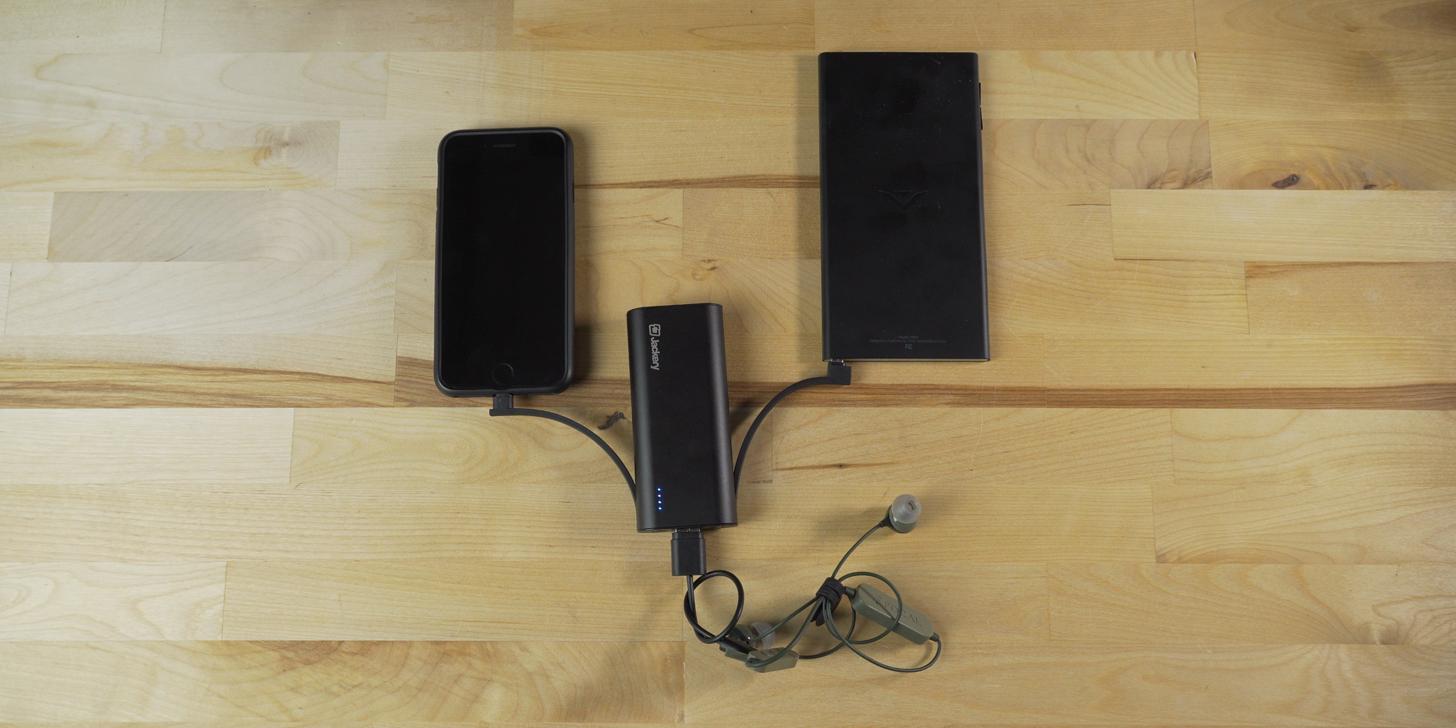 Jackery Bolt charging 3 devices