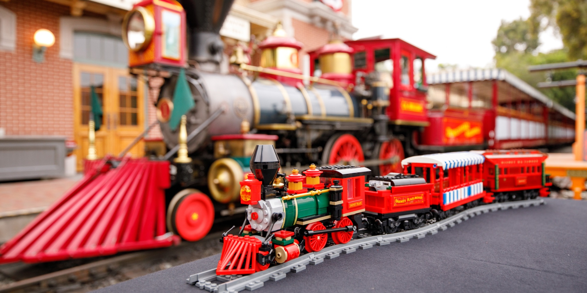 LEGO Disney Train Station packs 5 new minifigures and more