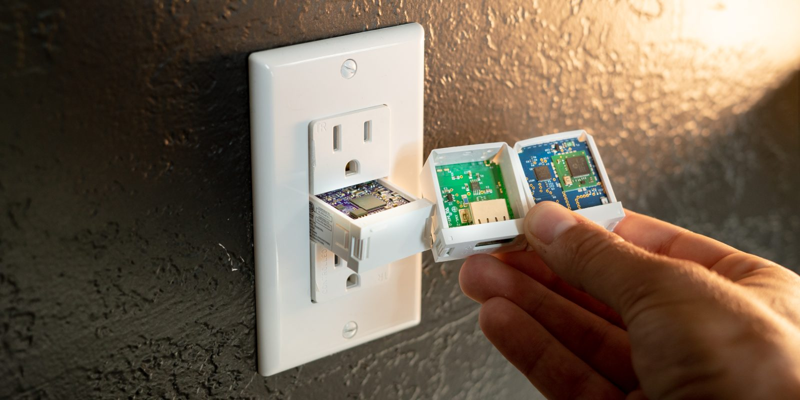 Swidget Configurable Outlet Review: Future-proof your smart home [Video]