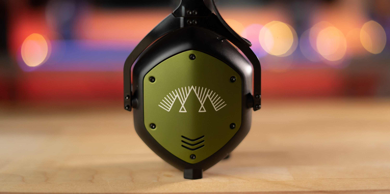Side of V-Moda Crossfade M-100 Master