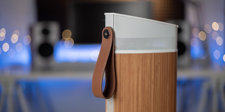 Handle of the Fluance Fi20 Bluetooth Speaker