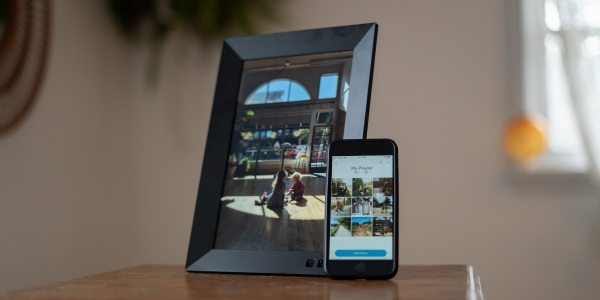 Smart Photo Frame on Stand