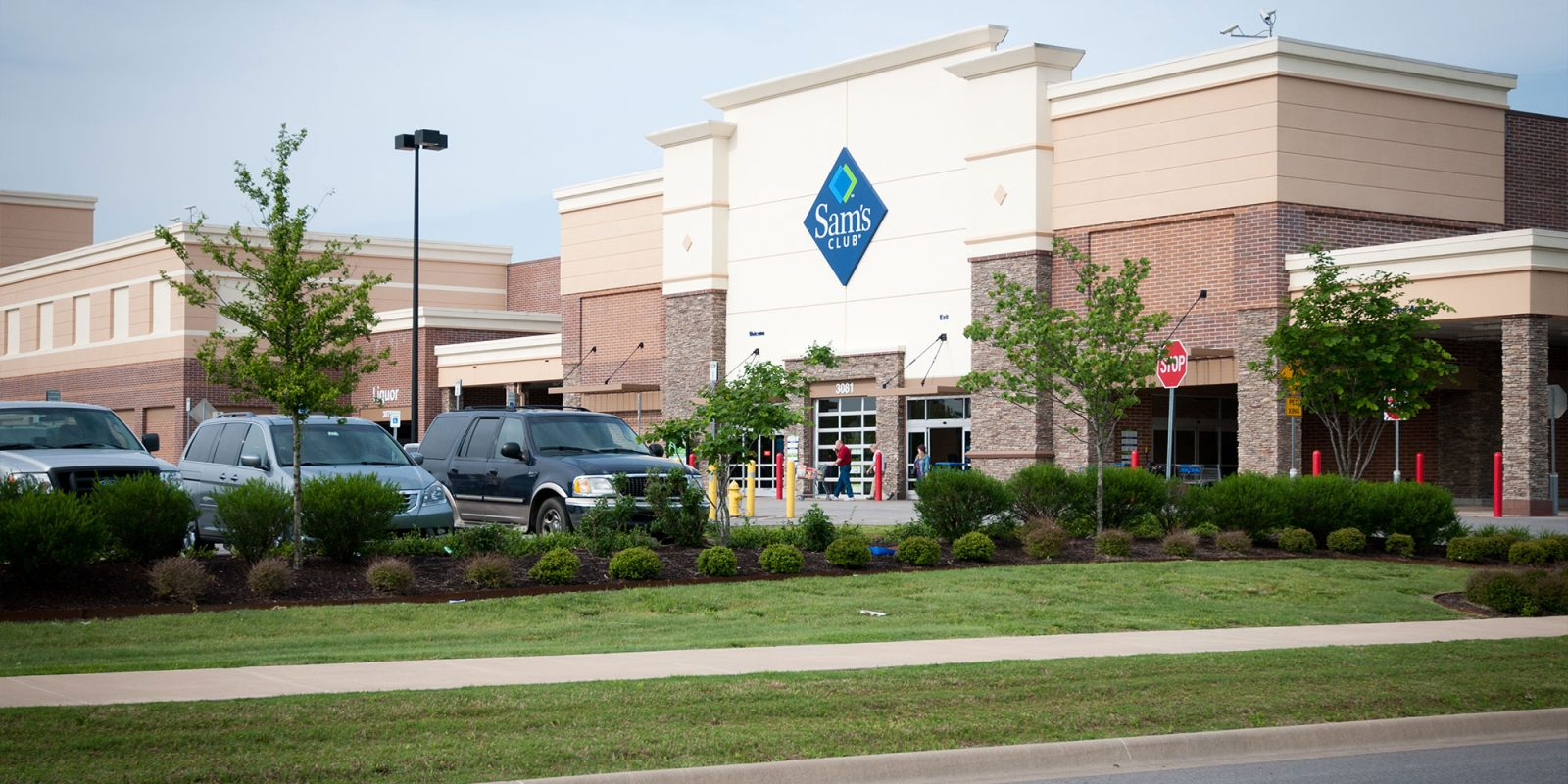 Sam's Club December one-day sale has $300 gift card with iPhone purchase, more