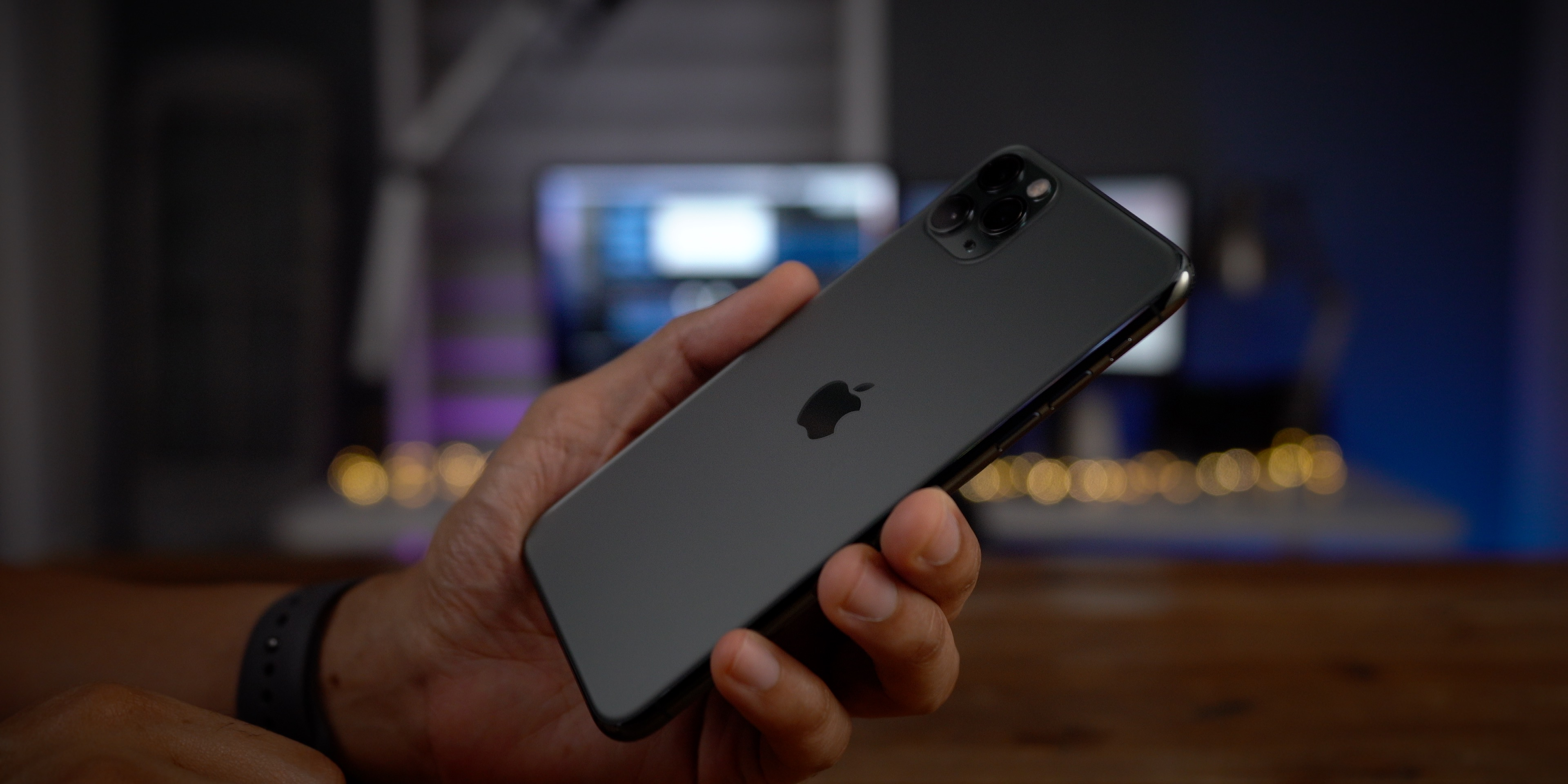 Iphone 11 Pro Max Sees Rare Unlocked Discount From 600 Today Only Refurb 9to5toys