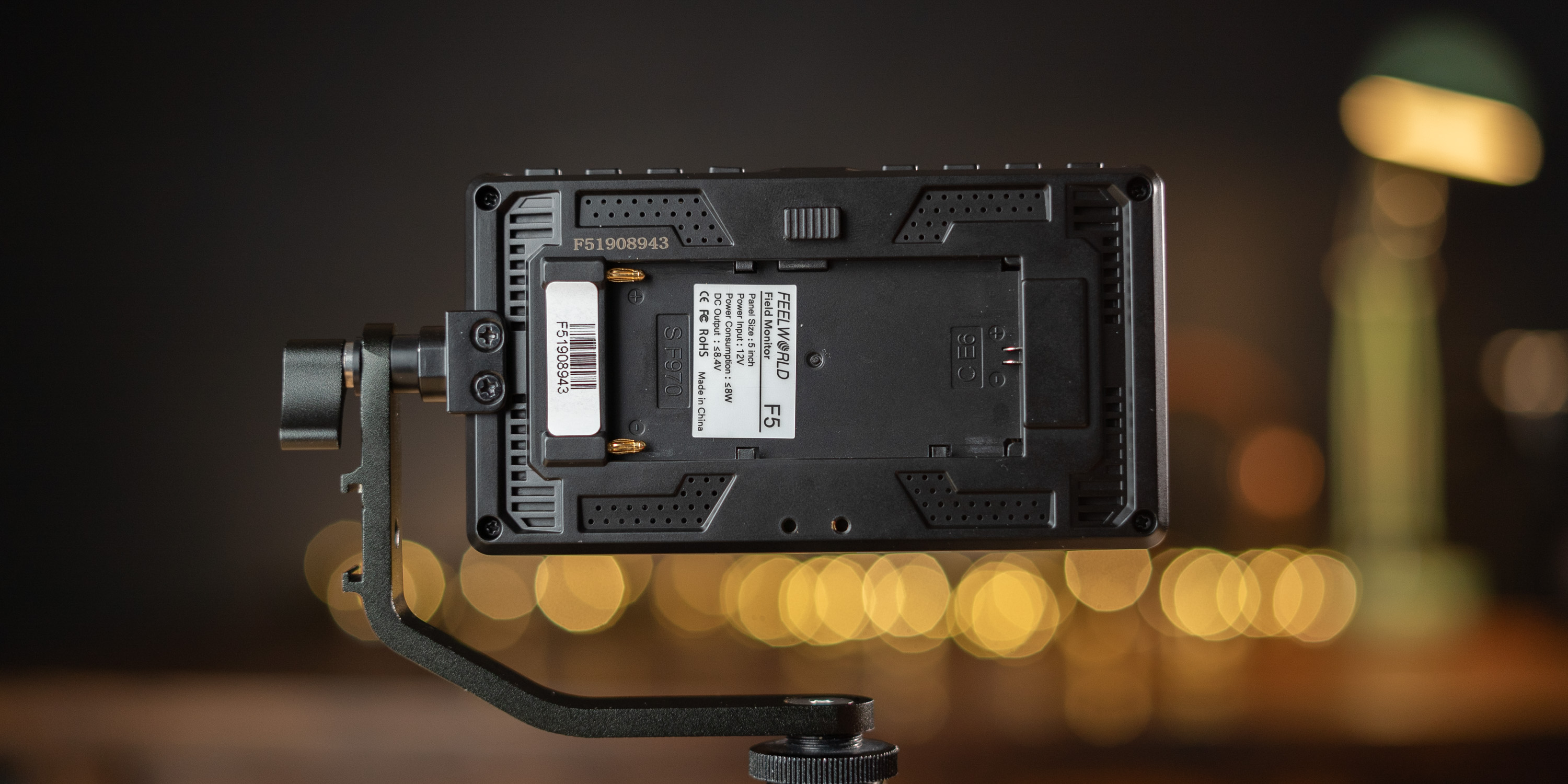 Battery mount on the Feelworld F5