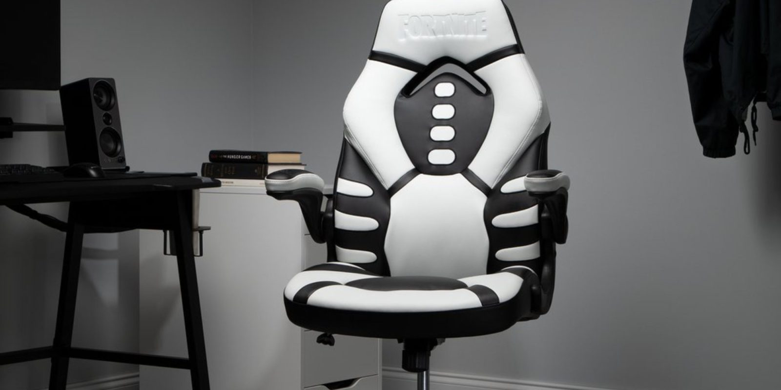 RESPAWN's Fortnite Skull Trooper Gaming Chair plummets to $99 (Reg. up to $220)