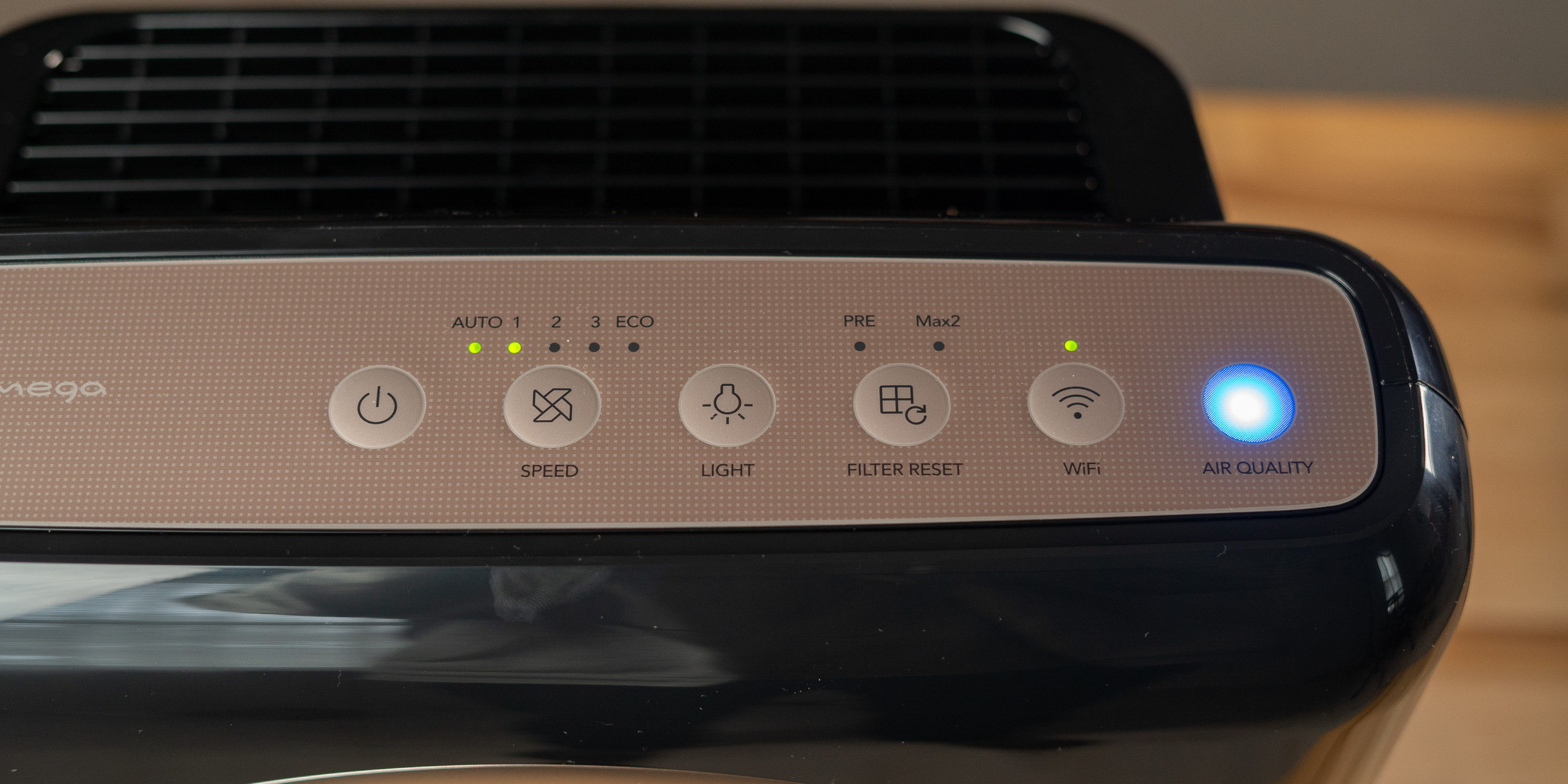 Control panel on the Coway Airmega Smart Air Purifier