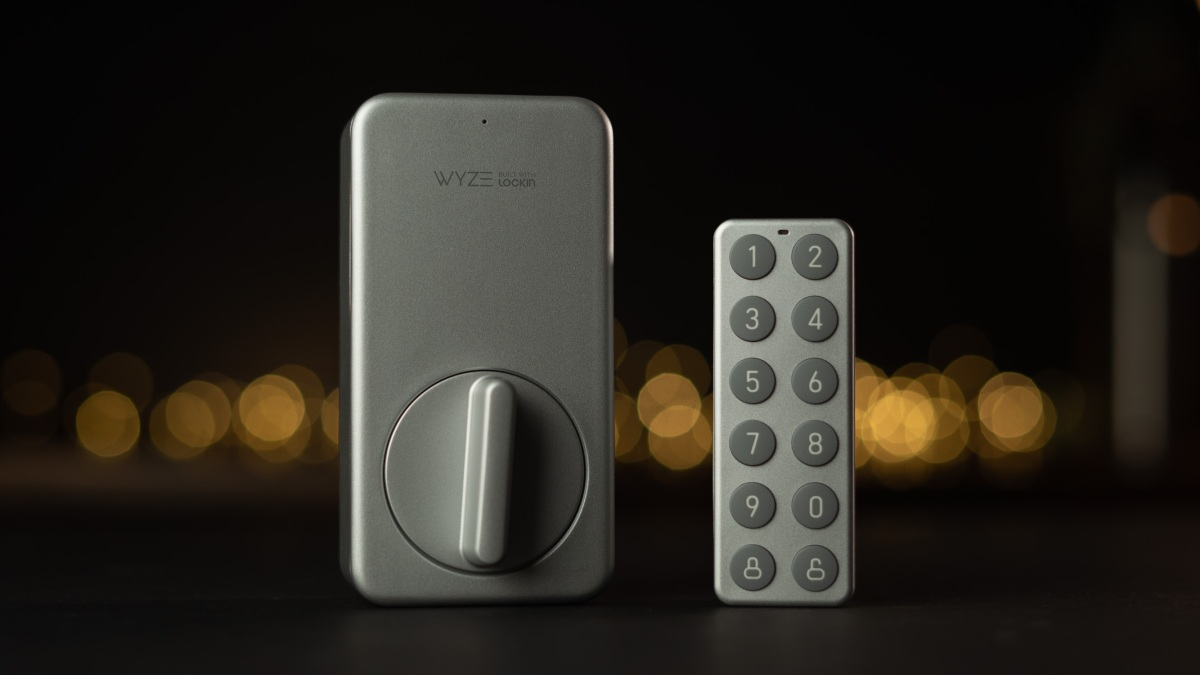 Wyze Lock and Keypad on desk