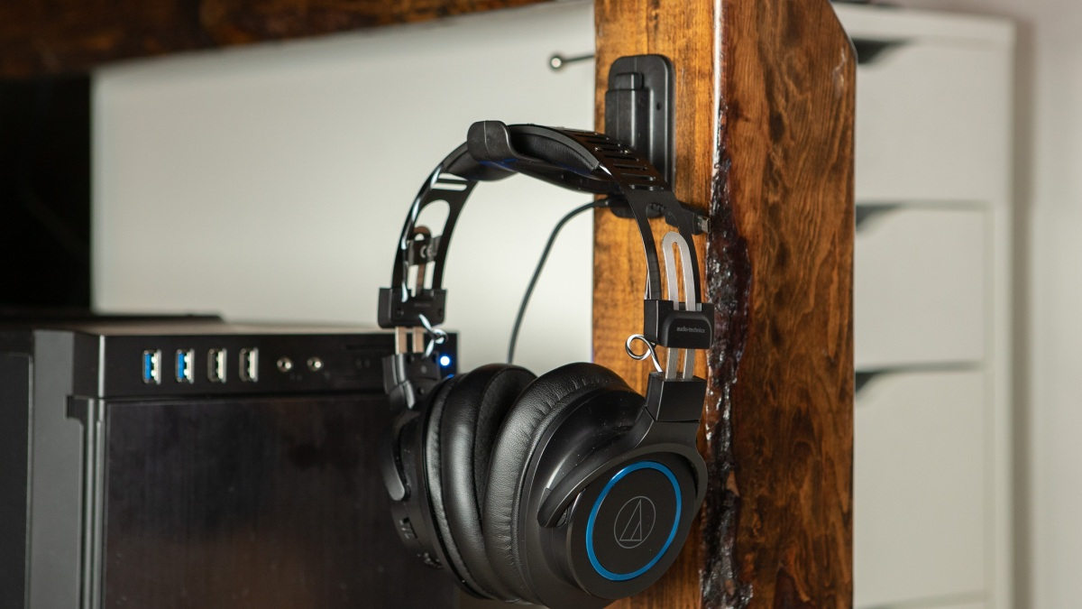AnchorSide holding headphones