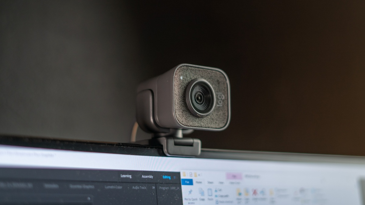 Streamcam Plus on top of monitor