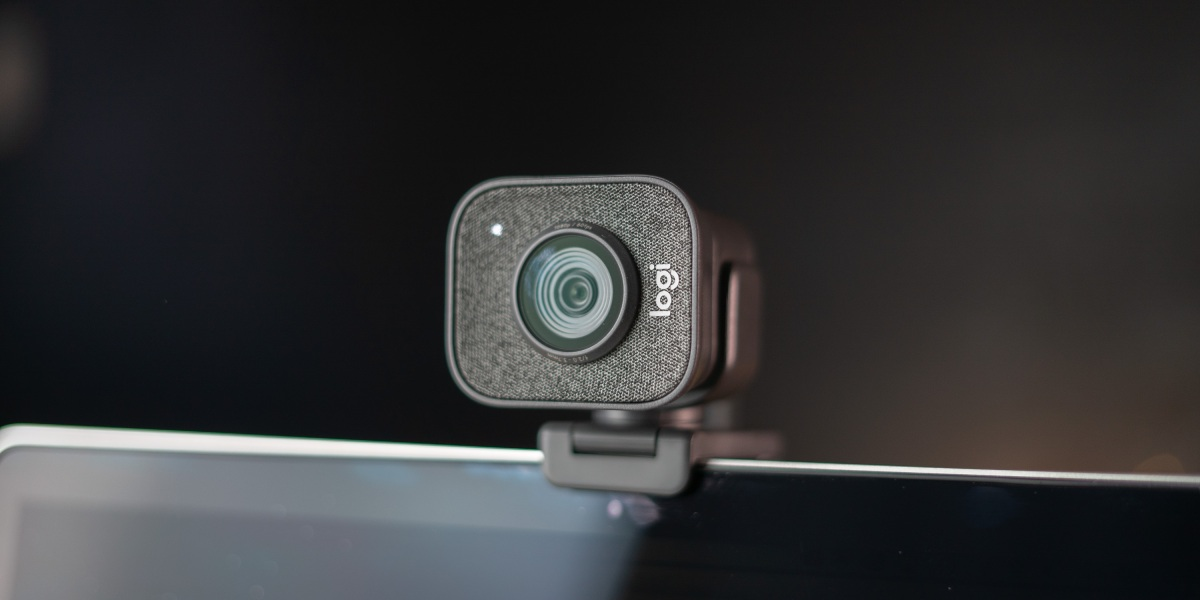 Streamcam Plus on top of computer screen