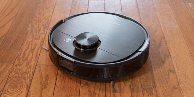 Deebot T8 cleaning wood floor