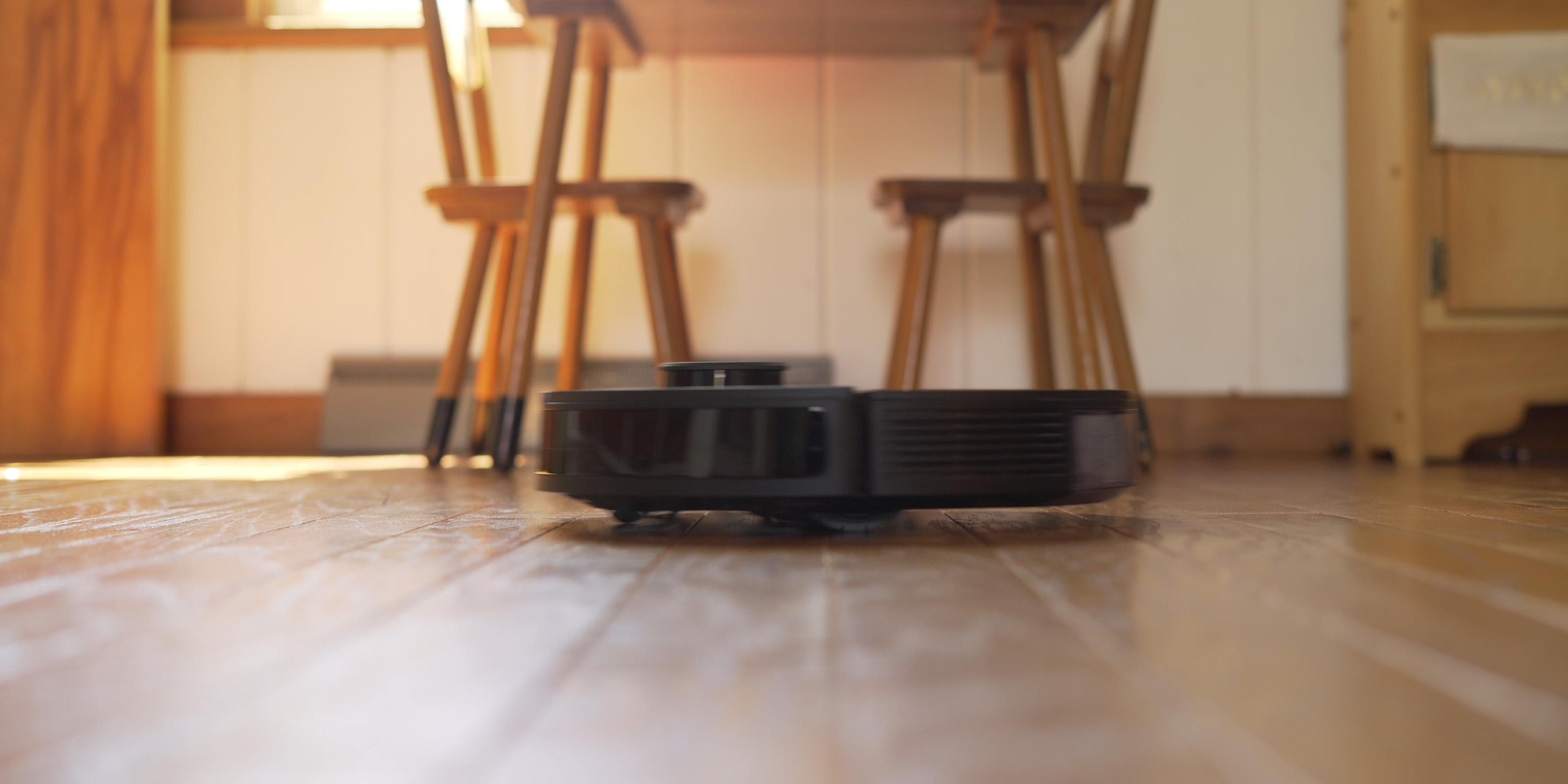 Deebot T8 cleaning on wood floor