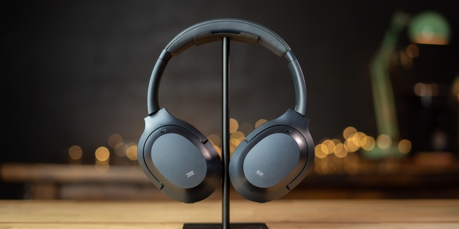 Razer Opus on headphone stand