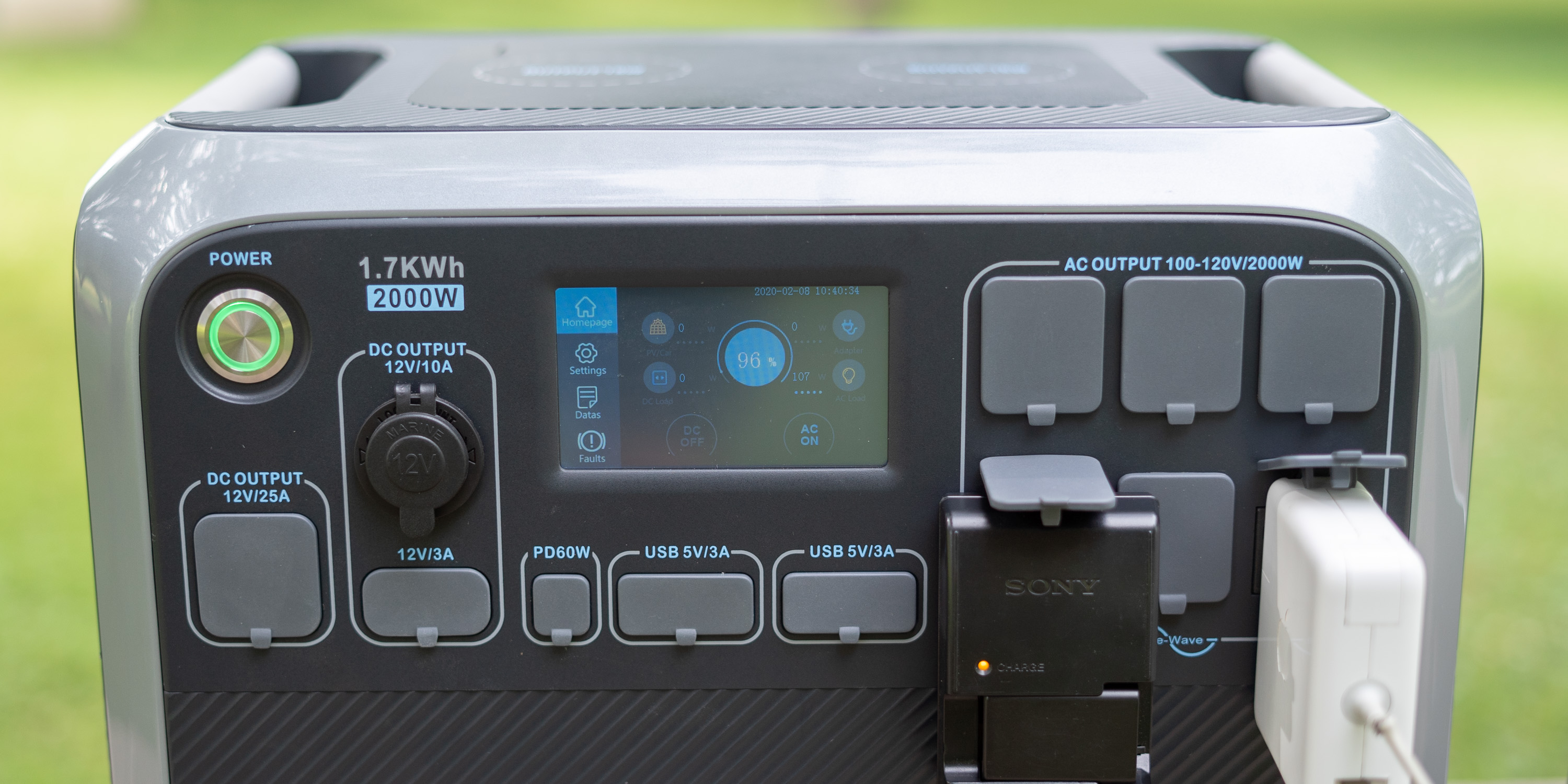 Front outputs on the Bluetti AC200 power station