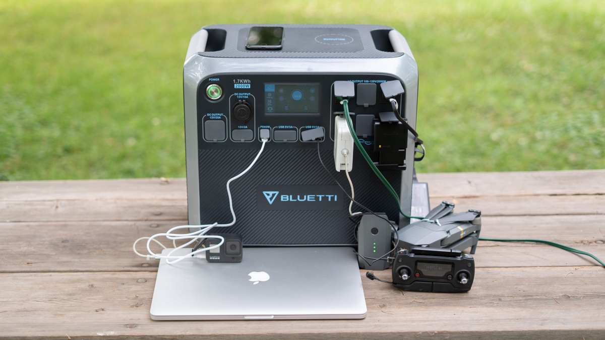 Bluetti AC200 charging multiple devices