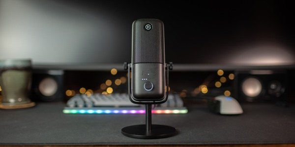 Full front view of the Elgato Wave:3 microphone