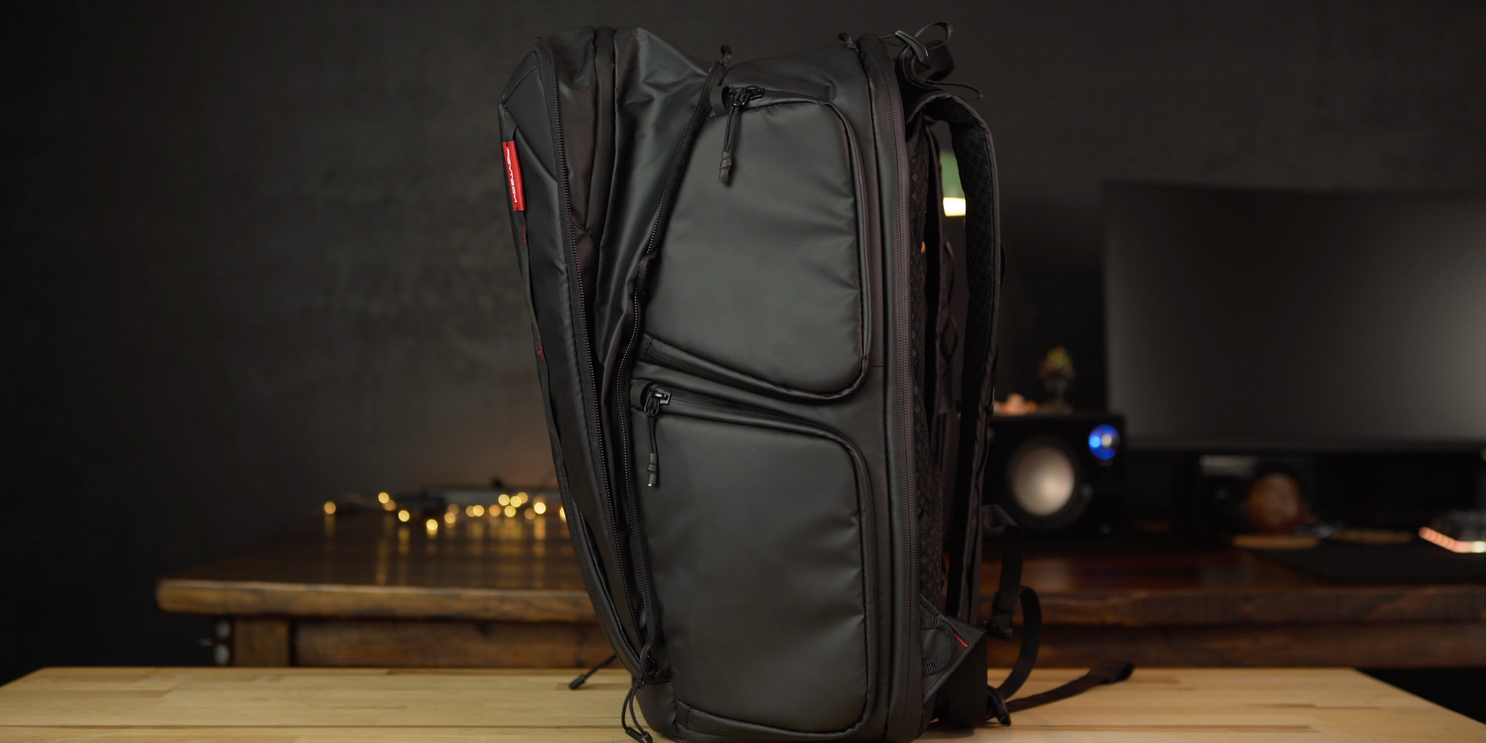 Expandable pocket on the OneMo camera bag