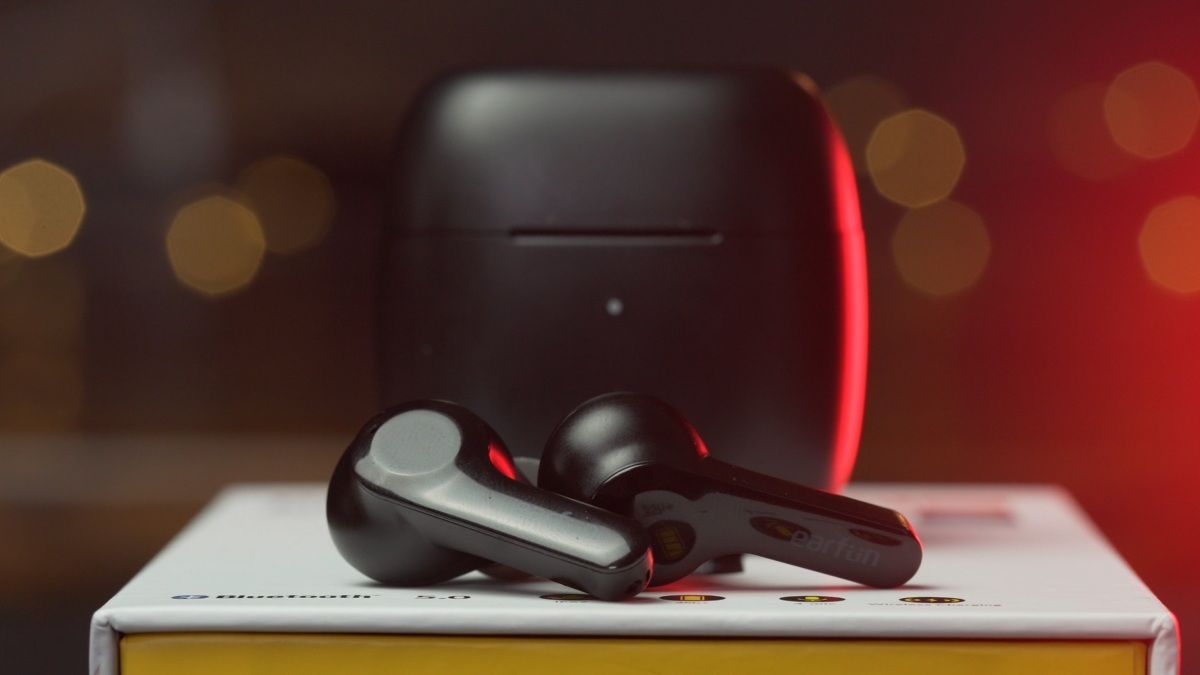 EarFun Air wireless earbuds out of the box
