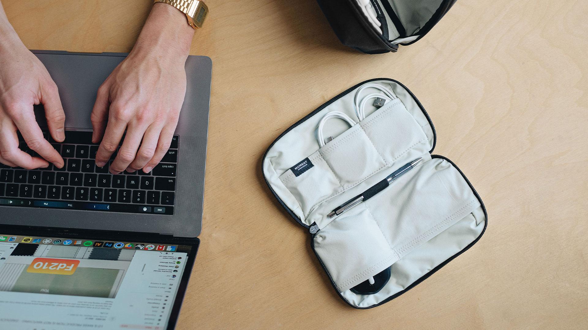 moment travelwear tech organizer