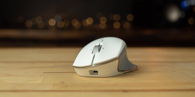 Razer Pro Click mouse on desk