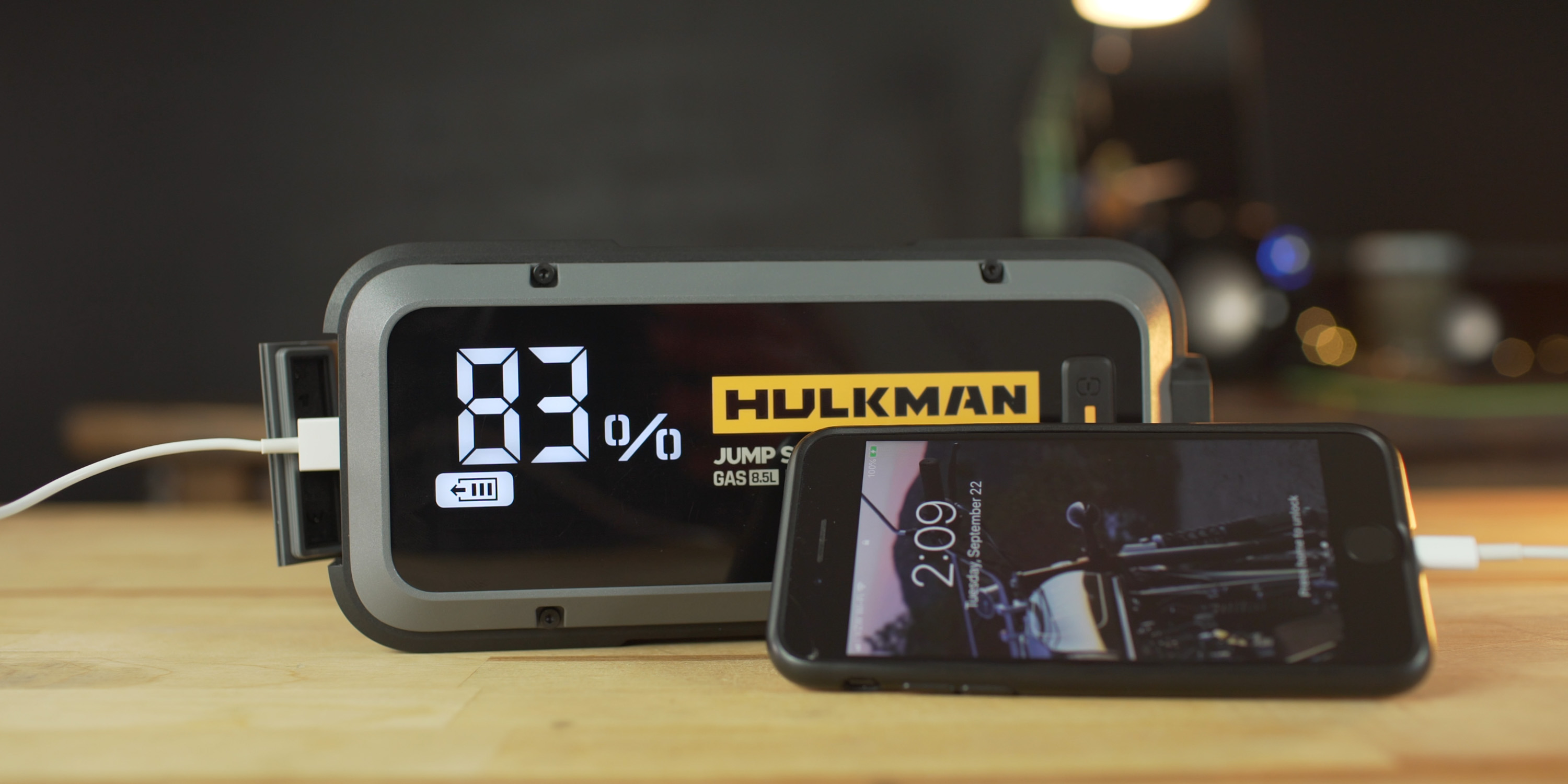 Charging an iPhone with the Hulkman Alpha 85S