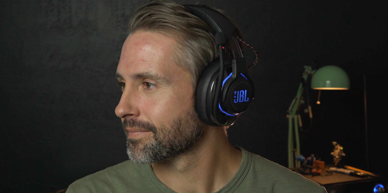 Listening to the wireless JBL Quantum 800