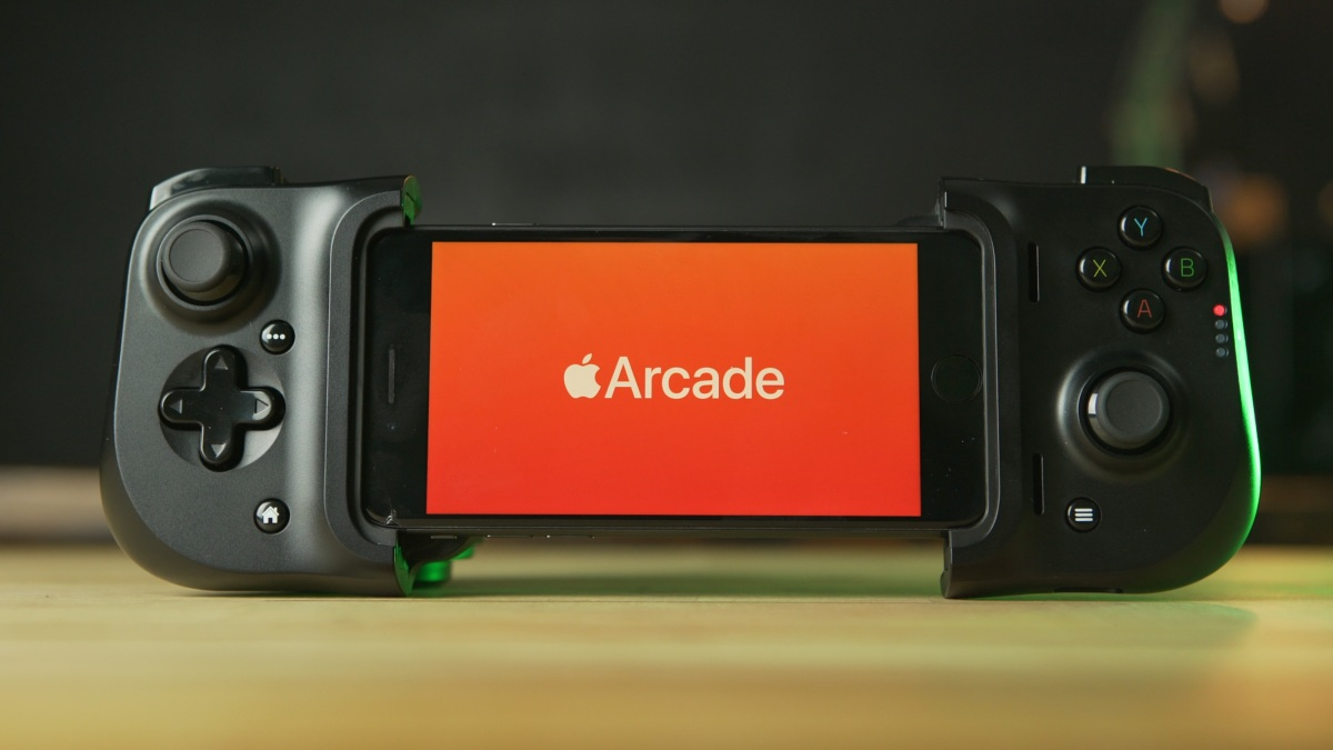Razer Kishi for iOS on desk opening Apple Arcade