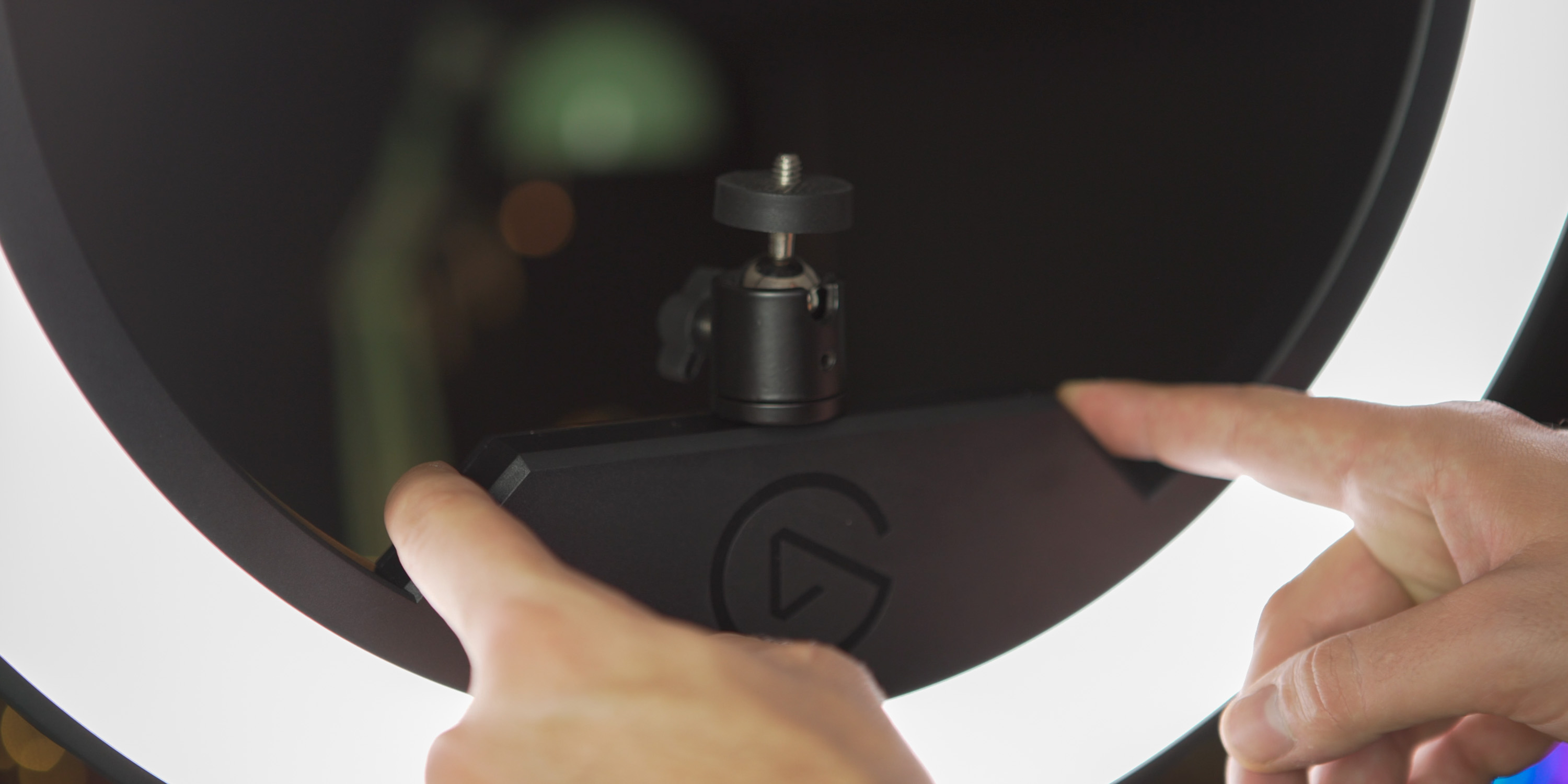 Using the controls on the Elgato Ring Light