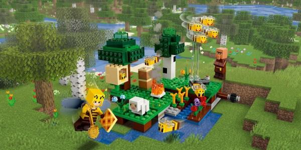 LEGO Minecraft bee